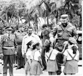 Durante la fecunda y ardua etapa de lucha revolucionaria, el Comandante en Jefe priorizó la educación en el país, además de sumarle cuantiosos aportes Foto: Archivo de Granma
