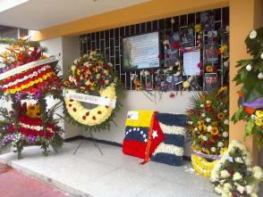 Flores en la Embajada de Cuba en Venezuela en homenaje a Fidel. Foto: del autor