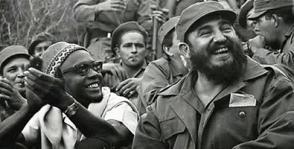 Cabral y Fidel durante un descanso de la Conferencia Intercontinental. Foto: Archivo de JR