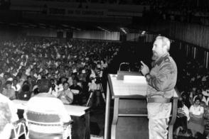 Fidel en reunión de trabajo con los candidatos a diputados. Foto: Archivo