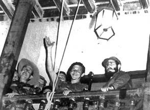 Fidel y Raúl en el Ayuntamiento en Santiago de Cuba el 1ro. de enero de 1959.