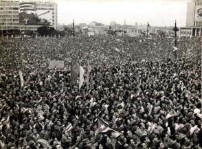 Pueblo cubano reunido en la Plaza de la Revolución