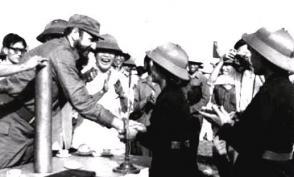 El Comandante en Jefe Fidel Castro Ruz fue el único jefe de Estado extranjero que cruzó el paralelo 17 y visitó a las tropas que aún combatían contra Estados Unidos en Vietnam del Sur.