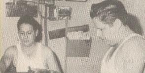 El Patato, a la izquierda, imprimiendo en la máquina Pequeña Gigante, nombre con el que también calificó el alegato de autodefensa de Fidel