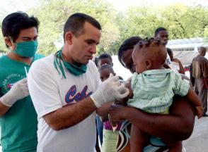 Al amparo de la ALBA se han formado en nuestro país miles de médicos extranjeros que hoy brindan sus servicios en múltiples países. Foto: Juvenal Balán