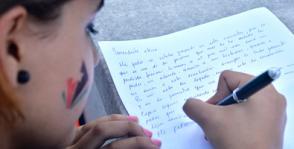 La jóven Beatriz Mejía se inspiró y le escribió una carta a Fidel en nombre de ella y de su padre. Foto: Abel Rojas Barallobre