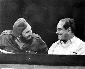 Blas Roca junto a Fidel