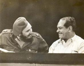 Blas Roca Calderío con Fidel, en un acto efectuado en 1961. Foto: Archivo