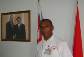 Adalberto Sotolongo Castillo es especialista en Medicina General Integral y director de dicha institución. Desde marzo de 2008 permanece en China.
