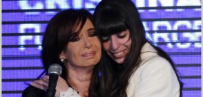 La actual vicepresidenta de Argentina, Cristina Fernández, junto a su hija Florencia. Foto: Archivo.
