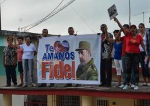 El pueblo santiaguero recibe a la Caravana de la Libertad con las cenizas del líder Histórico de la Revolución Cubana Comandante en Jefe Fidel Castro, el 3 de diciembre de 2016.