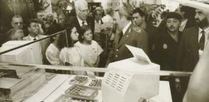 De recorrido por el pabellón de la isla caribeña en el evento mundial Expo'92, de Sevilla