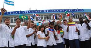 En 20 ans, l'ELAM a formé près de 30 000 médecins de plus d'une centaine de pays. Photo: Granma Archive
