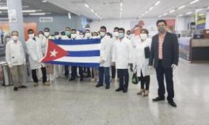 Chegada a Honduras da brigada médica de Cuba. Foto: Presidência de Honduras no Twitter.
