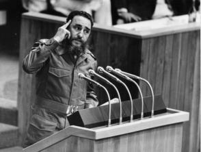 Fidel Castro interviene en la VI Cumbre de Paises no Alineados.