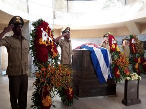 Ofrendas florales de Raúl, Díaz-Canel, los Consejos de Estado y de Ministros y del pueblo de Cuba, rindieron tributo a Martí. Foto: Eduardo Palomares