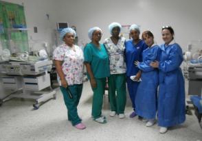 Doctoras y enfermeras cubanas en el hospital Rafael Osío de Cúa de Venezuela. Foto: Enrique Milanés León