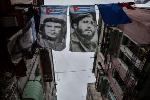 Fidel empina su voz, con la misma nitidez de otro 1ro.,de Mayo: «adelante, vencedores de la muerte, que esta humanidad tiene ansias de justicia». Foto: Ariel Cecilio Lemus