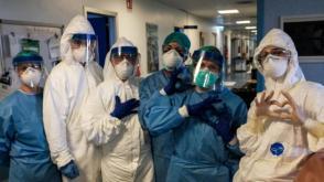 Alors qu'ils gardent le silence sur l'agression abjecte contre notre ambassade sur leur territoire, les États-Unis approuvent un fonds de plusieurs millions pour financer des programmes qui s'attaquent directement à la coopération médicale cubaine. Photo: AFP