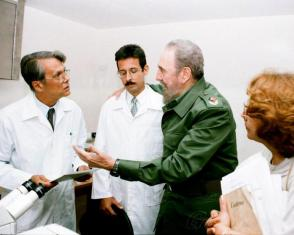 Fidel at the National Center of Medical Genetics, with Dr. Juan C. Dupuy Núñez, founding coordinator of the Henry Reeve International Medical Contingent Specialized in Disasters and Serious Epidemics. Photo: Photo: Granma Archives