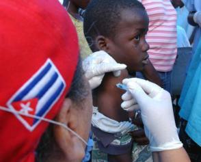 Bevor es zum Ausbruch von COVID-19 kam, arbeiteten mehr als 28.000 kubanische Ärzte in 59 Ländern. 26 weitere Brigaden kamen dann hinzu, um bei der Bekämpfung der Krankheit zu helfen Photo: Juvenal Balán