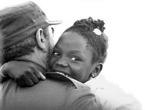 Em seu peito as crianças acharam sempre o abraço terno e cálido. Foto: Arquivo do Granma
