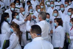 El Presidente de la República, Miguel Díaz-Canel Bermúdez, resaltó el cumplimiento exitoso de las misiones protagonizadas por los profesionales de la Salud Pública cubana en Kuwait y en Togo durante el enfrentamiento al nuevo coronavirus en esos países Foto: Estudios Revolución
