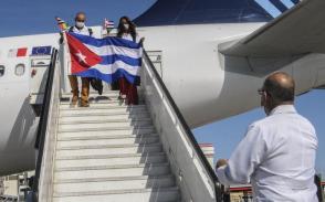 Brigada médica perteneciente al contingente internacionalista Henry Reeve, arriva al país proveniente de Guinea Conakry. Foto: Dunia Álvarez Palacios