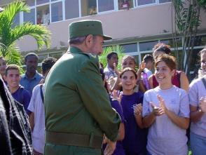 Fidel Castro visita la Universidad de las Ciencias Informáticas, 12 de diciembre de 2002. Foto: Universidad de las Ciencias Informáticas / Sitio Fidel Soldado de las Ideas.