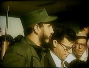Fidel Castro y Enrique Oltuski entrando al Distrito Naval del Sur, en Cayo Loco