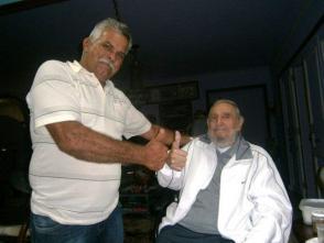 Omar González Santamaría, un apasionado de la agroecología, junto a Fidel Castro Ruz. Foto: Cortesía del entrevistado/ Radio 26