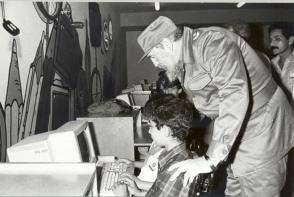 El Comandante Fidel Castro Ruz en la inauguración del Palacio de Computación el 7 de marzo de 1991. Foto: Juvenal Balán