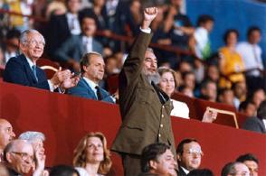 Fidel saluda a la delegación cubana en el acto de inauguración de los Juegos Olímpicos de Barcelona 92