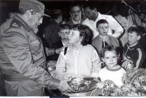 Fidel compartió intensamente con los niños de Chernobil.