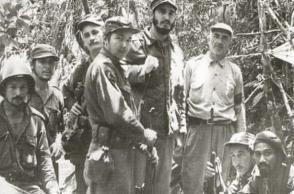 Fidel, Raúl y otros miembros del Ejército Rebelde