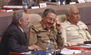 La resistencia increíble de este archipiélago ante asechanzas y hostilidades, descansa en la certera guía de Fidel y de Raúl. Foto: Ahmed Velázquez