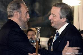 Fidel junto a Néstor Kirchner. Foto: Archivo.