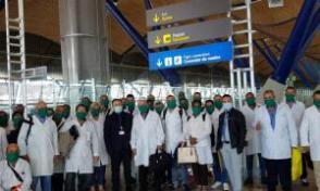 Gustavo Machín Gómez, kubanischer Botschafter in Spanien und gleichzeitig in Andorra, empfing die kubanische medizinische Brigade am Flughafen Barajas in Madrid, Spanien. Foto: Aus dem Twitter-Account von Gustavo Machín.