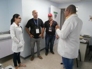 Gerardo Hernández Nordelo dialoga con colaboradores cubanos en Venezuela. Foto: Enrique Milanés León