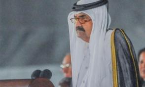 Emir padre Hamad bin Jalifa Al Thani, en representación del Estado de Catar