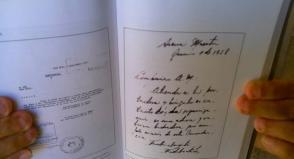 Mostrando mensaje manuscrito enviado por Fidel a Alfredo Álvarez Mola el 1 de junio de 1958 en el que indica atender a Lidia Doce, emisaria de la Comandancia