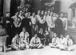 Fidel Castro Ruz junto a estudiantes y profesores del Colegio de Belén