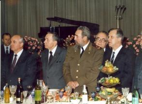 Asiste al 70 aniversario de la Gran Revolución Socialista de Octubre en Moscú