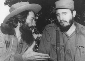 Fidel Castro junto a Camilo Cienfuegos