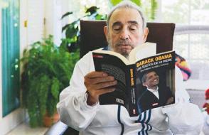 Beim Leses eines Buches über Obama