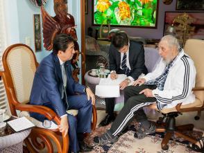 Fidel Castro recibe al Primer Ministro de Japón, Shinzo Abe