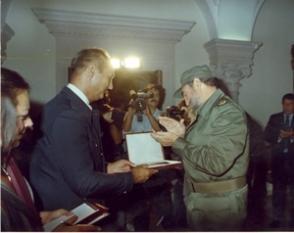 Condecorado con la Orden Gran Estrella de Yugoslavia y la Placa Dorada de la ciudad de Belgrado