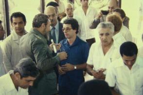 Junto a Frei Betto y un grupo de científicos cubanos en la Inauguración del Centro de Ingeniería Genética y Biotecnología de La Habana