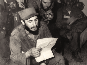 Fidel junto a los comandantes Delio Gómez Ochoa y Belarmino Castilla.