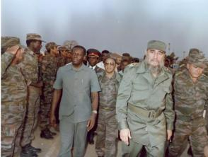 Sostiene encuentro con internacionalistas cubanos en Angola